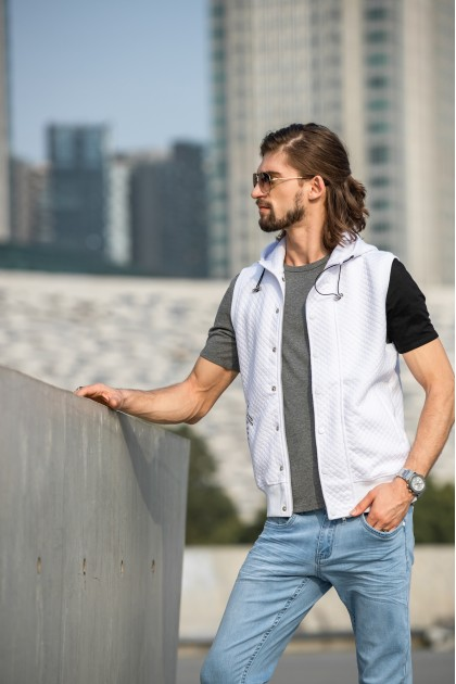 Crosscheck Buckle Vest White